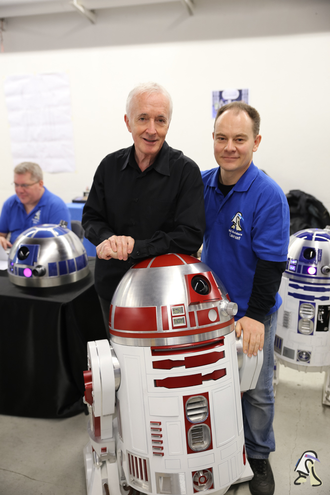 R2BuildersFrance_Anthony_Daniels_Paris_ComicsExpo2014